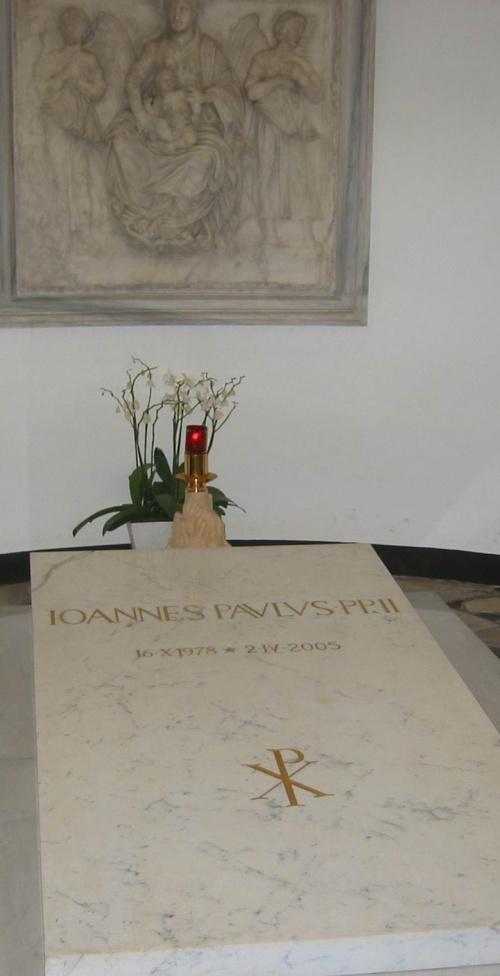 Grób Jana Pawła II w Grotach Watykańskich