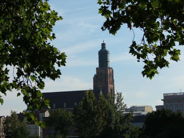 Widok z tyłu budynku fizyki
