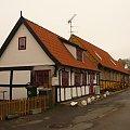 Małe, ciasne, skromne, ale zadbane i urocze domki - tak jest wszędzie... #bornholm #dania #ronne #morze #bałtyckie #brzeg #bałtyk #chata #chatka #dom #domek #willa
