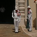 Karabinierzy latem ubrani są w białe mundury, zimą w czarne #MonacoIMonteCarlo