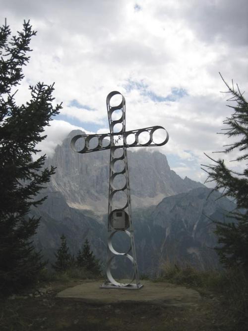 Fertazza (2101 m), z tyłu grupa Civetty #góry #Dolomity #Włochy
