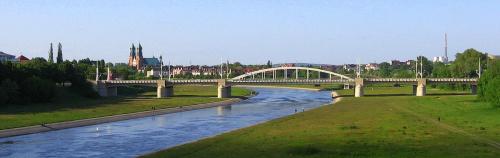 most Świętego Rocha na Wrcie w oddali Katedra