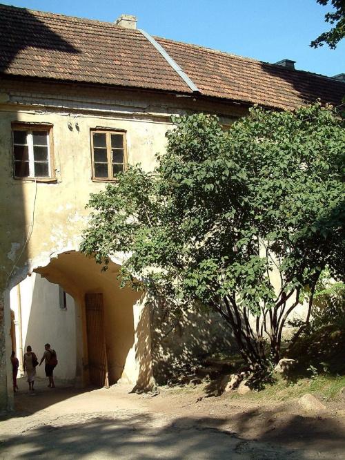 Unicka cerkiew Św.Trójcy i klasztor Bazylianów(Ostrobramska,9) do którego należy też piękna,wysmukła,falista rokokowa brama.